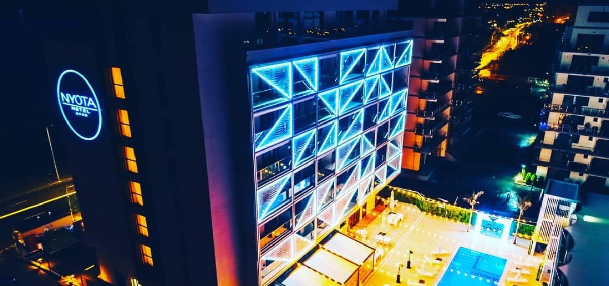 Amplificatoarele Ottocanali si Duecanali asigură fiabilitatea sistemului de sunet al hotelului Nyota