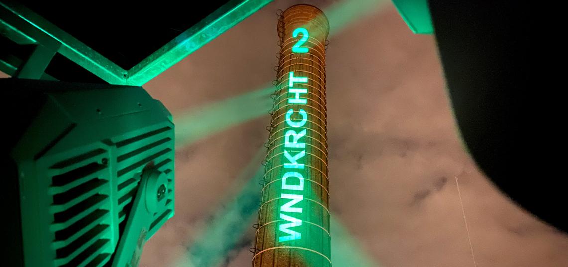 PROLIGHTS' Mosaico XL ilumineaza spectaculos un cos de fum de 80 m din Leiden, Olanda